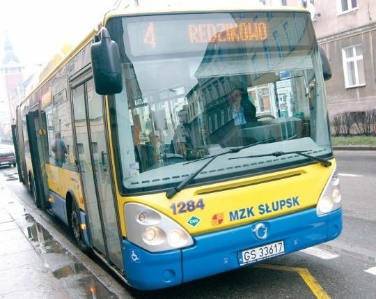 Autobus linii nr 4 przy ulicy Armii Krajowej.