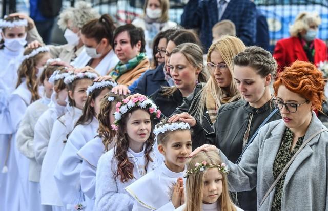 Odwiedziliśmy fordońską parafię św. Marka. W tym roku pierwsze uroczystości komunijne rozpoczęły się 8 maja, a ostatnie odbędą się jeszcze we wrześniu