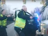 Pościg za złodziejem porsche w Toruniu. Skapitulował, gdy do akcji włączyli się policjanci z bronią