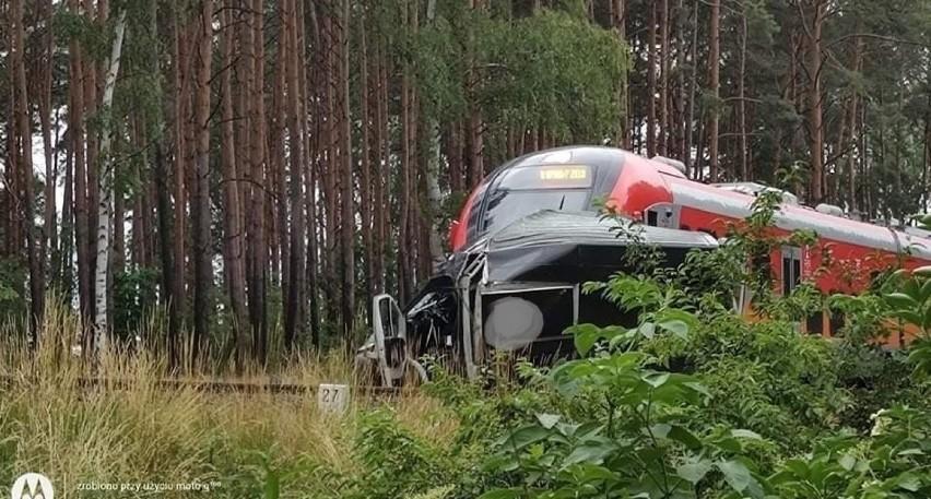 Samochód wjechał pod pociąg w miejscowości Kuźnik, niedaleko...