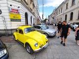 Kieleckie Klasyki na Budzeniu Sienkiewki. Motoryzacyjne perełki robiły furorę w centrum Kielc [ZDJĘCIA]