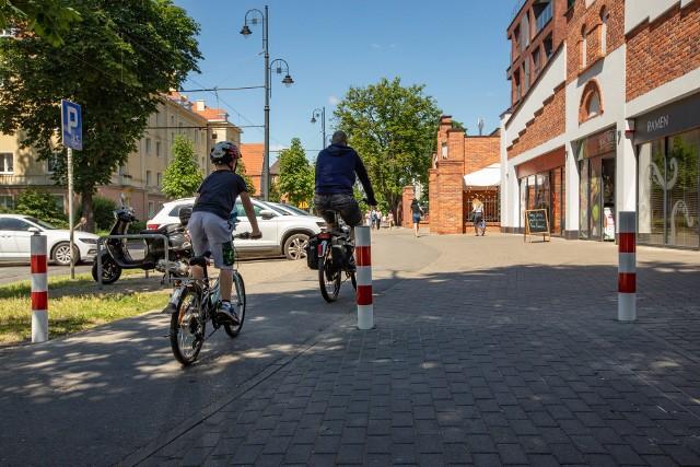 Nowe paliki pozwolą bezpiecznie przemieszczać się zarówno rowerzystom jak i pieszym.