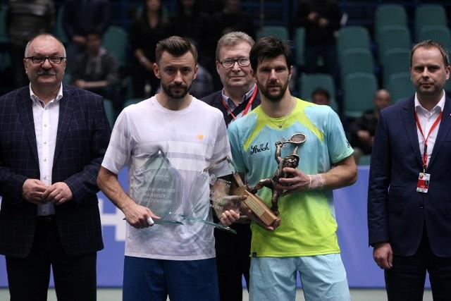 Michał Przysiężny (z lewej) i Jurgen Melzer