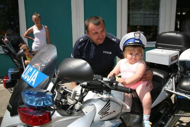 Dzieci mogły się fotografować na policyjnym motocyklu