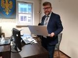 Powiat opolski kupił laptopy i inny sprzęt informatyczny, meble a także środki ochrony dla dzieci z rodzin zastępczych i domów dziecka