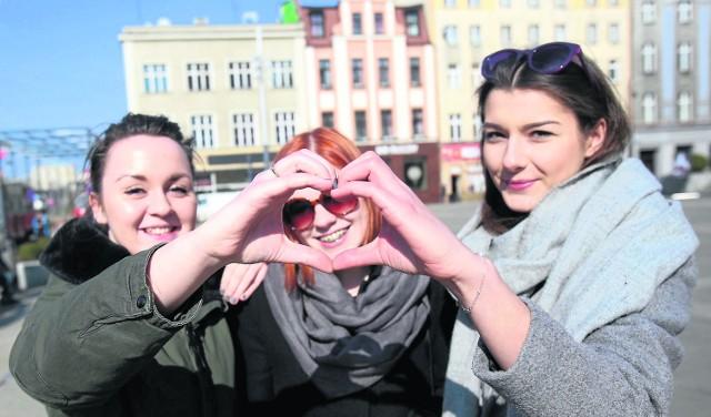 Marta Gruca (z lewej), Paulina Podhorska i Klaudia Fisior są zadowolone z tego, że mieszkają w Katowicach. Jak się okazuje, w liczącym niemal 300 tys. mieszkanców mieście najwięcej, bo 143 tys., jest tych, którzy żyją tu od urodzenia.