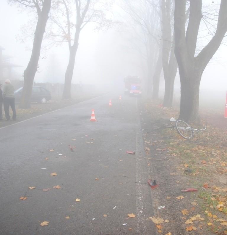 Śmiertelny wypadek koło Tomaszowa. Nie żyje rowerzysta potrącony przez samochód