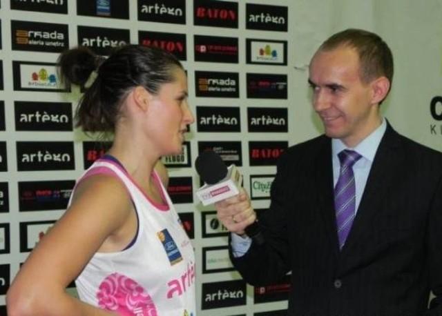 razem z Renee Taylor pociągnęła grę w 2. kwarcie meczu w Poznaniu.