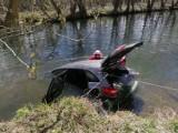 Wypadek k. Pruszcza Gdańskiego! Auto wpadło do rzeki, kierowca nie żyje!