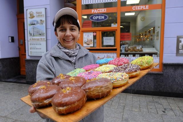 Zbliża się tłusty czwartek. Pączkowe szaleństwo w Toruniu już trwa. Gdzie kupimy pączki i za ile? Zobaczcie na kolejnych zdjęciach >>>