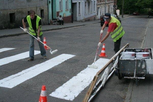 Malowanie pasów na ul. Wodnej w  Chełmnie