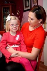 Lena - nasz wyjątkowy biały aniołek. Czterolatka z Sartowic jest jedyną albinoską w powiecie świeckim