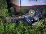 Jastrzębie-Zdrój. Na Pszczyńskiej dachował volkswagen. Kierował nim 22-latek. Mężczyzna był pijany. Nie posiadał prawa jazdy