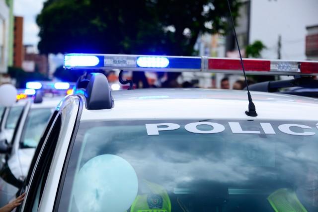 """Olkuscy policjanci """"zbierali"""" w przystanku przy ulicy Kościuszki pijane 15-latki"""