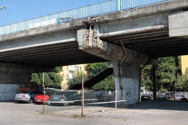 Wiadukt w ciągu ulicy Żeromskiego w Radomiu został oddany do użytku jesienią 1982 roku. Jego stan techniczny nie jest najlepszy.