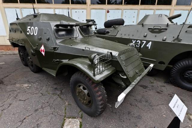 BTR-152 B z Muzeum Oręża Polskiego w Kołobrzegu nie tylko wygląda idealnie, ale także jeździ.