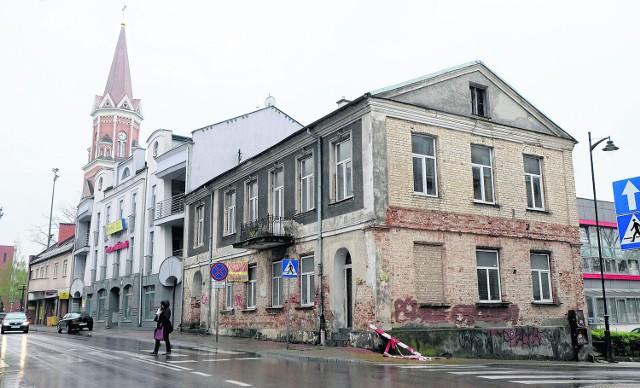 Inwestycje. Franek łowca kamienic. Kupił tę przy ulicy Warszawskiej 44 Kamienica przy ul. Warszawskiej 44 stoi pusta już od dobrych kilka lat. Teraz ma szansę na drugie życie.