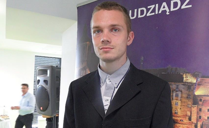 Michał Kalinowski, zawodnik Olimpii  Grudziądz, młodzieżowy mistrz Polski w skoku w dal, otrzymał stypendium prezydenta Grudziądza.