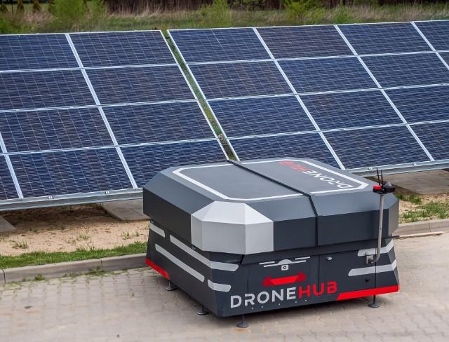 Drony będą pilotażowo transportować defibrylatory w Sosnowcu