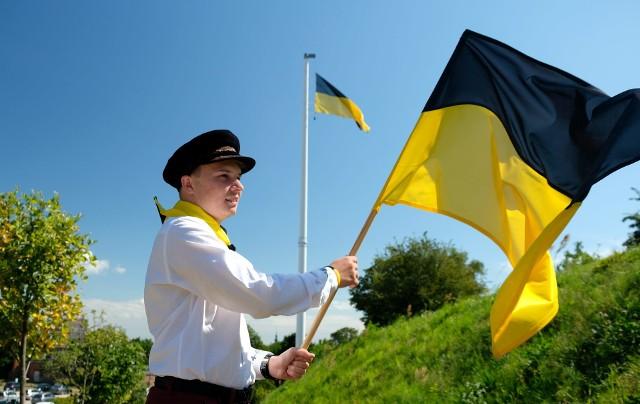 Święto Flagi Kaszubskiej. Na maszt na Górze Gradowej w Gdańsku uroczyście wciągnięto flagę