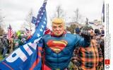 Szokujące sceny: Tłum zaczyna szturm na Kapitol, Trump zasępiony, a rodzina prezydenta bawi się w najlepsze (VIDEO)
