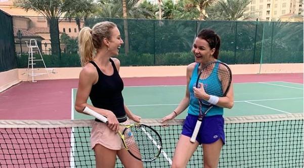 Urszula Radwańska zapomniała w końcu (oby na długo) o problemach ze zdrowiem i wciąż walczy o powrót do światowej czołówki. Najlepsza przed laty juniorka świata trenuje nawet na urlopie w Dubaju, gdzie towarzyszy jej starsza siostra. Jak widać również na korcie, przekonamy się niebawem czy treningi z Agnieszką przyniosły zamierzony efekt, bo tenisowy sezon startuje już za kilka tygodni. Oczywiście plażowanie również było. I nie tylko...