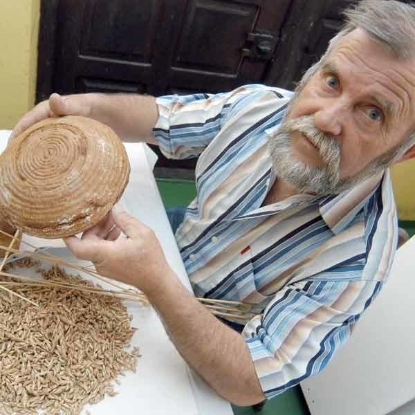Adam Bała z Grzegorzówki piecze jedyny w województwie chleb ekologiczny. Taki chleb pamięta z dzieciństwa.