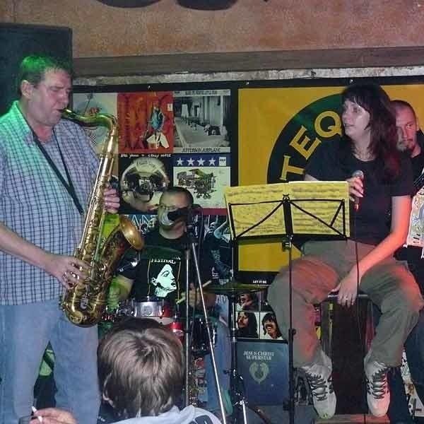 """Domarski Quartet w klubie """"Kaktus"""" w Użgorodzie na Ukrainie."""