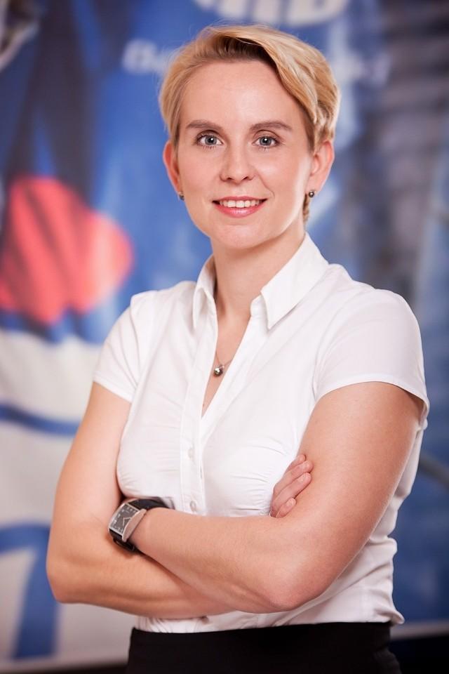 Co to jest karta przedpłacona i jak z niej korzystać? Wyjaśnia Magdalena Wieczorek z PKO Banku Polskiego w Poznaniu
