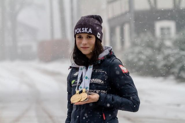 Kamila Żuk z medalami wywalczonymi w 2018 roku