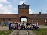 """Uczniowie kazimierskiej """"jedynki"""" w byłym niemieckim obozie Auschwitz–Birkenau. To nie była wycieczka, ale czas na zadumę [ZDJĘCIA]"""