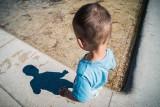 Uduszony dwulatek z Chodzieży przed śmiercią dostawał do jedzenia karmę dla szczurów i niedopałki papierosów. Matka i ojczym się przyznali