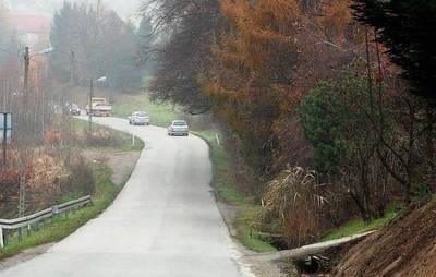 W 2014 roku przy drodze Koźmice Wielkie-Gorzków wreszcie zostanie wybudowany chodnik FOT. BOGDAN PASEK