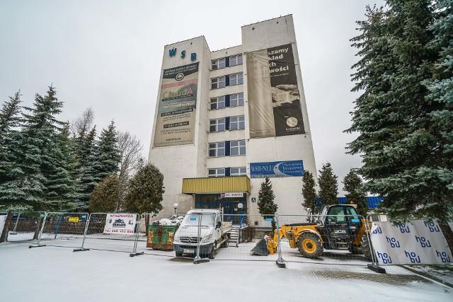 Prace remontowe w dawnym budynku A WSB-NLU właśnie się rozpoczęły.