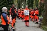 Wypadek w Puszczykowie: Pogrzeb lekarza, który zginął na przejeździe. 33-latek spoczął na Cmentarzu Jeżyckim w Poznaniu [ZDJĘCIA]