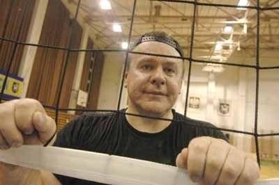 MAREK ZARĘBA Ma 44 lata, żonaty, ojciec dwojga dzieci. Pochodzi z Podlasia, w Sulęcinie mieszka od 1988 r. Z zawodu lekarz-ginekolog i dyrektor szpitala powiatowego w Sulęcinie.