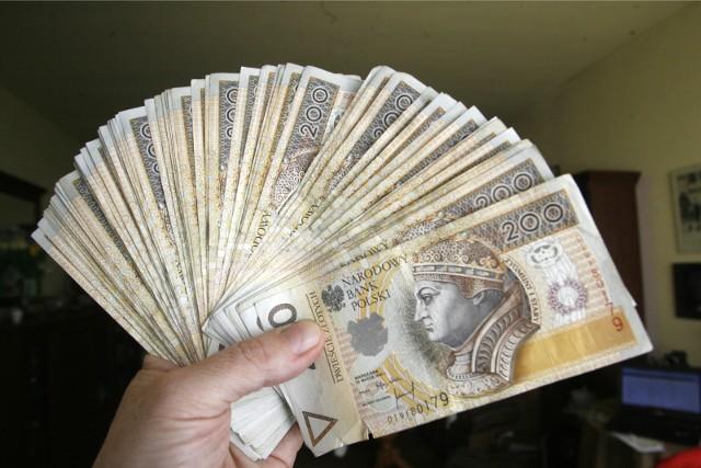 Wsparcie na 3 miesiące dla konkretnej firmy mogło wynieść od ponad 23,5 tys. zł do ponad 164,7 tys. zł, w zależności od liczby zatrudnionych.