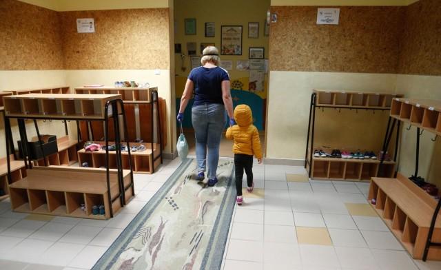 Niepokojące informacje docierają z placówek opiekuńczych z podkrakowskich gmin. Zdjęcie ilustracyjne.