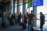 Szymany. Awantura na regionalnym lotnisku. 37-latka krzyczała, że nie założy maseczki i pobiła mundurowych (zdjęcia)