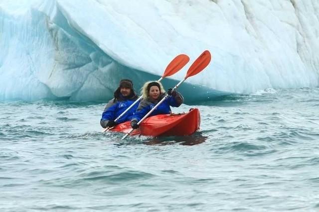 Uczestnicy wyprawy Rosyjska Arktyka 2013 dotarli do Ziemi Franciszka Józefa. Wyspy i wody archipelegu zwiedzają m.in. na kajakach.