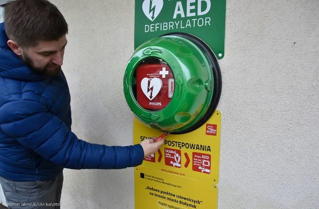 W Białymstoku zamontowano defibrylatory. Ułatwiają i przyśpieszają udzielenie pierwszej pomocy (zdjęcia)