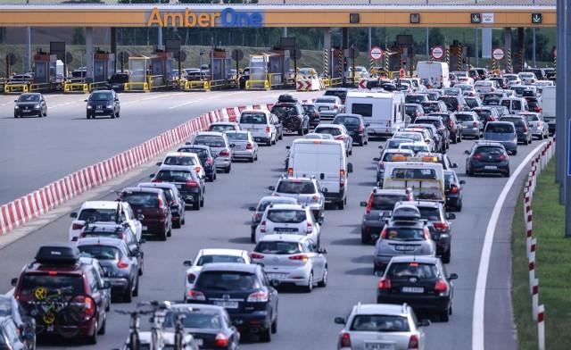"""Korki na A1 - to ostatnie takie wakacje z problemami? System poboru opłat utrudnia życie kierowcom. """"Wszyscy płacimy za podnoszenie bramek"""""""