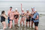 Lech Bednarek 80. urodziny świętował w zimnej Zatoce Gdańskiej. Pływak, który w Polsce wyniósł morsowanie na zupełnie nowy poziom GALERIA