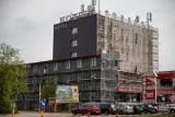 Białystok. Trwa modernizacja hotelu Turkus. Siedziba radia Jard zmieni nie tylko elewację. Od frontu będzie taras widokowy