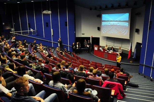 Konkurs językowy dla studentów i absolwentów to element projektu edukacyjnego realizowanego przez biuro poselskie Danuty Jazłowieckiej.