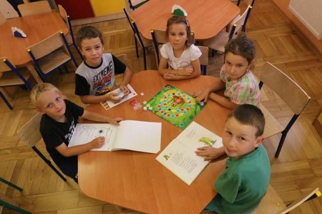 Starszaki z przedszkola nr 5 w Opolu. We wrześniu do pierwszych klas pójdą obowiązkowo wszystkie sześciolatki urodzone w pierwszej połowie 2008 roku.