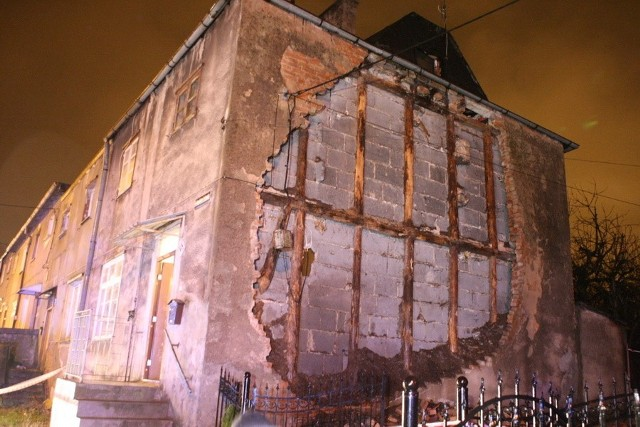 Runęła ściana budynku przy ul. Lelewela w SłupskuRunęła ściana budynku przy ul. Lelewela w Słupsku