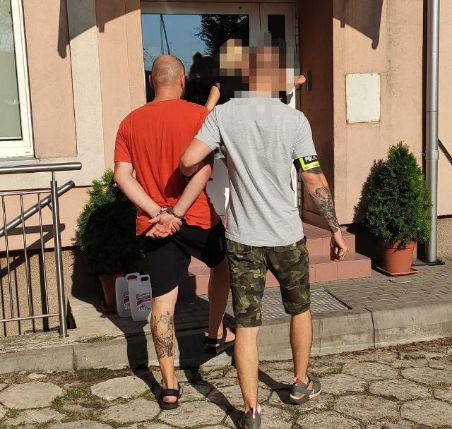 Policjanci zatrzymali 34-letniego napastnika, który z łomem w dłoni napadł na stację benzynową w Łodzi. Grozi mu do 12 lat więzienia.