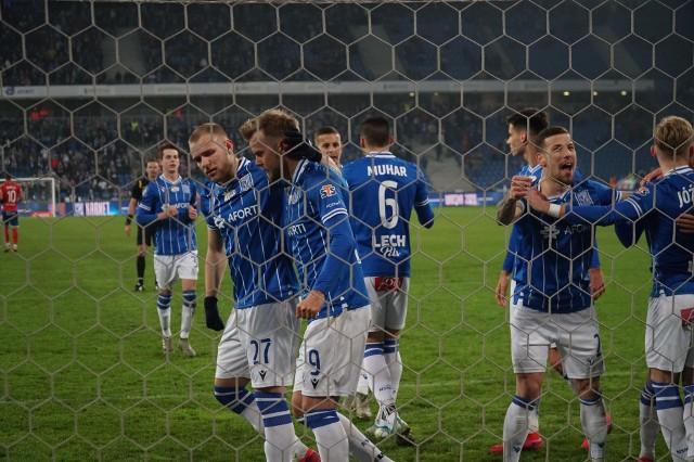 Pierwszoligowa ofensywa Warty Poznań doprowadziła do tego, że poziom drużyny zbliżył się do tego, co prezentuje Lech Poznań. Kolejorz dobrze wystartował w rundzie rewanżowej, ale wciąż ma w kadrze zawodników, którzy wiosną mogą mieć kłopoty z regularnymi występami. Z kolei Zieloni mają w swoim składzie gwiazdy zaplecza ekstraklasy, które mogłyby spróbować swoich sił klasę wyżej.Czytaj dalej -->