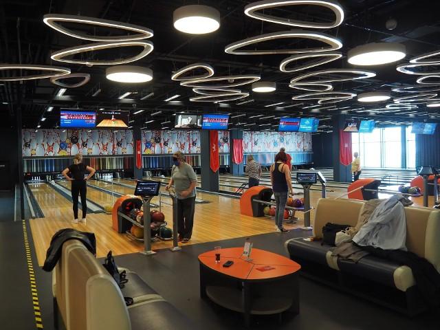 Zostały otwarte baseny, siłownie, kluby fitness, kręgielnie, restauracje przyjmują gości we wnętrzach lokali